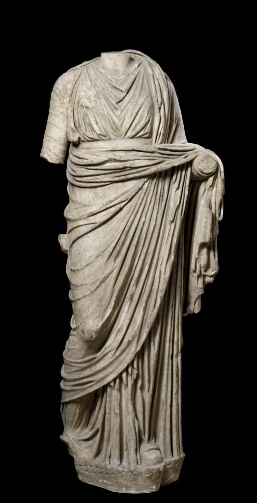 Statua acefala femminile